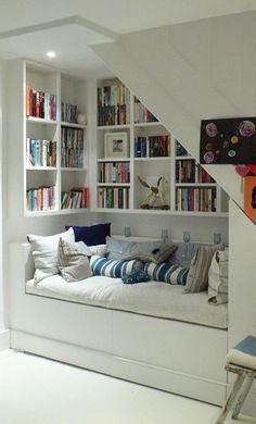 2912cd12a9291005a689539072cf8422--bookshelf-ideas-staircase-ideas